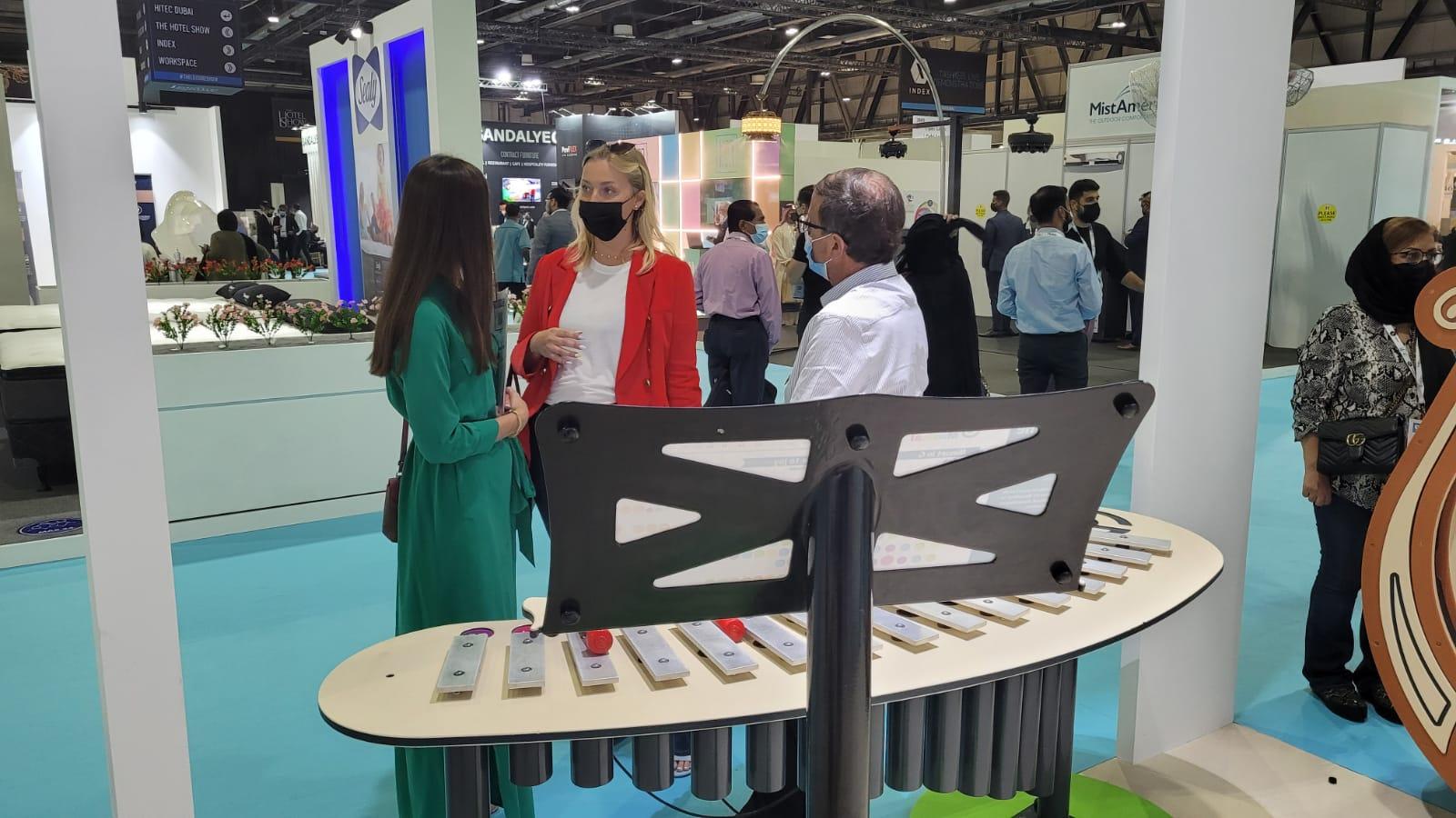 תמונות מתצוגת מתקנים מוזיקליים בתערוכה בדובאי